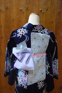 浴衣に合わせた帯結び*   きものショップ 古々屋 Japanese Outfits, Japanese Clothing, Yukata, Japanese Kimono, Traditional Outfits, Fashion Beauty, Fashion Show, Clothes, Textiles