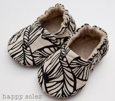 pin-worthy baby booties - screen printed linen is so cute!!