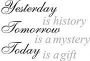 Yesterday is history musta-harmaa tai muu sisutustarra.