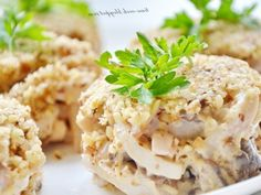 Новогодний салат с кальмаром и грецкими орехами — vkusno.co