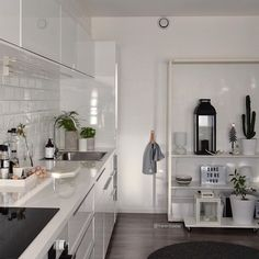 Have a lovely evening🌟  _ Towel handle from @drommekjokkenet 🌟 //ad  _ New Years styling at marenbaxter.mikz.com, link bio✌🏼️ _ #interior2all #inspirasjonsguidennorge  #mywestelm #interior_delux #interior125 #interior #interiør #dagensinterior #roomforinspo #wohnen #scandicinterior #interior9508 #interior444 #interiørmagasinet #immyandindi #homeinterior #interior4all #myhome #interior123 #interiorwarrior #interiorinspiration #interiorforyou #interiordesign