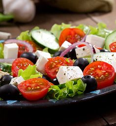 The Greek feta salad is a easy greek salad and one of the easiest dish to prepare that although calls for ingredients from the Mediterranean rack Clean Eating Diet, Healthy Eating Tips, Healthy Recipes, Healthy Food, Greek Feta Salad, Feta Salat, Tomato And Cheese, Mediterranean Recipes, Fresh Vegetables