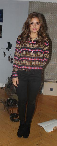 Ane - afsnit 4 #sjithappens Skjorte: Rebecca Posselt Bukser: Top Shop Sko: Scoop Ringe: Maria Black