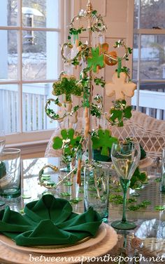 St Patrick's Day Table Setting: Link for Shamrock Sugar Cookies & Icing Recipes, Clover Napkin Fold Tutorial, & More St Paddy's Day Decorating Ideas! St Pattys, St Patricks Day, Saint Patricks, Deco St Patrick, St Patrick's Day Decorations, Tree Centerpieces, Irish Blessing, Napkin Folding, St Paddys Day