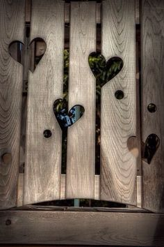 Do you also find your garden fence a bit boring? Then pimp your fence . - Do you also find your garden fence a bit boring? Then pimp your fence with … - I Love Heart, Mini Heart, Garden Fencing, Pallet Fencing, Timber Fencing, Garden Sheds, Wooden Hearts, Dream Garden, Yard Art