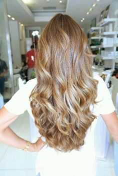 Beautiful I LOVE THE CURVES wave hair....honey colored hair
