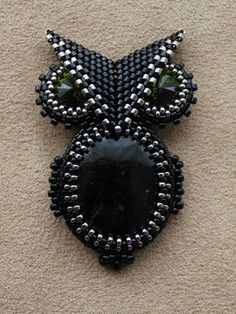 """Brooch """"Black Owl"""" and suspension """"Sting"""" No instructions, Russian site, but love the idea."""
