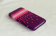 Crochet phone case in purple and pink, smart phone case, crochet phone Unique Crochet, Love Crochet, Learn To Crochet, Diy Crochet, Hand Crochet, Cell Phone Pouch, Phone Cases, Crochet Designs, Crochet Patterns
