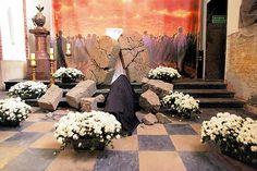 Znalezione obrazy dla zapytania dekoracja grobu pańskiego na wielkanoc
