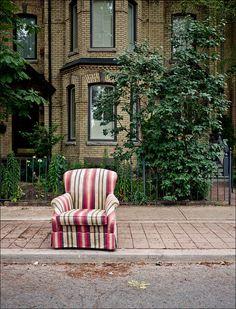 Sidewalk Armchair || Panasonic GF1/Lumix14f2.5 | 1/320s | f2.5 | ISO100