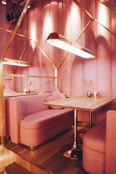 'Pink is not a color, it's an attitude' - Opening restaurant MaMa Kelly Amsterdam - &SUUS - &SUUS Café Design, Design Retro, Vintage Design, Store Design, Restaurant Rose, Restaurant Amsterdam, Restaurant Lighting, Commercial Design, Commercial Interiors