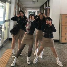 Friend Outfits, Girl Outfits, Cute Outfits, School Fashion, Girl Fashion, Korean Student, Korean Best Friends, Sexy Socks, School Girl Outfit