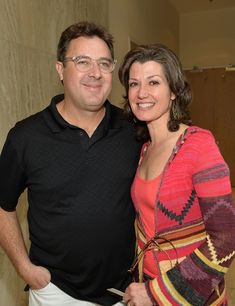 Country singer and musician, Vince Gill married Christian recording artist Amy Grant Country Music Artists, Country Music Stars, Country Singers, 80s Country, Christian Music Artists, Amy Grant, Vince Gill, American Music Awards, Celebrity Couples