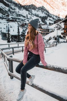 City to Snow: 11 roupas que eu usei na Suíça - Lion in the Wild - - City to Snow: 11 roupas que eu usei na Suíça – Lion in the Wild MODA PARA MENINAS City to Snow: 11 Klamotten, die ich in der Schweiz getragen habe – Lion in the Wild Snow Outfits For Women, Winter Mode Outfits, Stylish Winter Outfits, Cold Weather Outfits, Outfits With Hats, Cute Casual Outfits, Winter Fashion Outfits, Fall Outfits, Clothes For Women