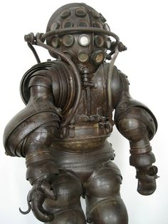 The Strange and Wonderful History of Diving Suits, From 1715 to Today. Part of this helmet looks like it inspired Bioshock. Sea Diving, Diving Suit, Diving Helmet, Objets Antiques, Deep Sea Diver, Ex Machina, Mass Effect, Dieselpunk, Victorian Era