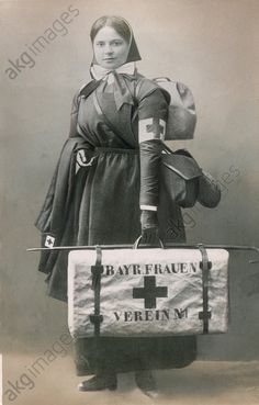 WWI, German Red Cross nurse equipped by the Bavarian women's association. Women In History, World History, World War One, First World, Vintage Nurse, American Red Cross, Military Personnel, Medical History, Vietnam War
