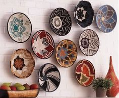 wall decoration with african baskets African Interior, African Home Decor, Ethno Design, Deco Restaurant, 3d Wall Art, Baskets On Wall, Woven Baskets, Hanging Baskets, Basket Decoration