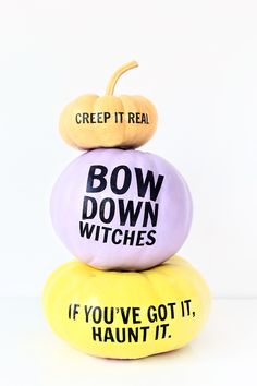 Tired of tasteless and too bold decorations for Halloween? Here are chic modern Halloween decor ideas you could use instead. Holidays Halloween, Halloween Treats, Halloween Pumpkins, Fall Halloween, Halloween Decorations, Halloween Party, Halloween Costumes, Halloween Captions, Halloween Stuff