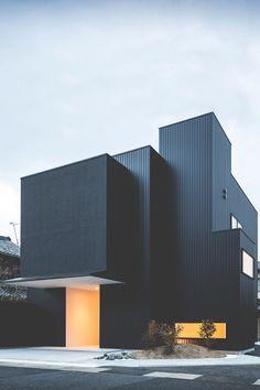 - imposingtrends:  Framing House | ImposingTrends |... // Sur un bâtiment tel que celui-ci SOFRAMAP vous recommande RENOVLO BARDAGE EVOLUTION   http://www.soframap.com/fr/produits/produit/renovlo-bardage-evolution.65.html