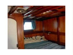 We have a wide selection of different yachts under our management as well as agreements with prestigious collaborators in a number of international ports, where quality and luxury are the hallmark. Cheap Boats, Classic Yachts, Yacht Interior, Alicante Spain, Fresh Water Tank, Boats For Sale, Sailboats, Luxury, Interiors