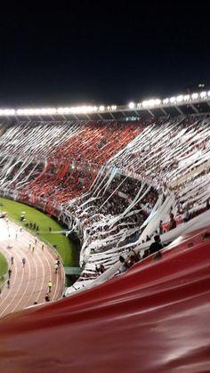 Mi reconocimiento y gratitud a @MGallardoficial por recuperar la mística y el respeto por el juego. #RIVERCAMPEON Zamalek Sc, Soccer Stadium, Chelsea, Football Art, Football Wallpaper, Ac Milan, Lionel Messi, Carp, Airplane View