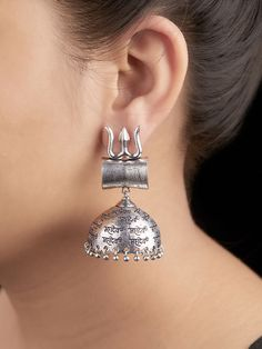 Intricately handcrafted Earrings ensured to give a contemporary traditional look. Indian Jewelry Earrings, Jhumki Earrings, Jewelry Design Earrings, Funky Jewelry, Girls Jewelry, Cute Jewelry, Oxidised Jewellery, Silver Jewellery, Balmain Bag