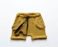 Vi ønsker oss en strålende sommer med glade, elleville barn og Loose Fit-shortsen har et snitt som skapt for å leke i! Med lommer (og i den fineste kanelfargen