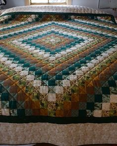 Trip Around the World Amish Quilt Full View                              …