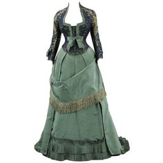 Evening dresses ❤ liked on Polyvore featuring dresses, gowns, victorian, vintage, green, brooklyn museum, silk, cocktail dresses, vintage cocktail dresses and victorian evening gown