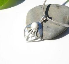 Petit pendentif en agate forme losange sur support et bélière en argent 925 : Pendentif par lapassiondisabelle