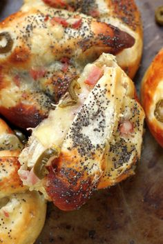 Ham, Swiss, and Jalapeño Stuffed Pretzels Yhese look soooo good!  Full recipe at bakerbynature