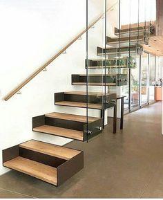 Olha o design dessa escada que interessante!