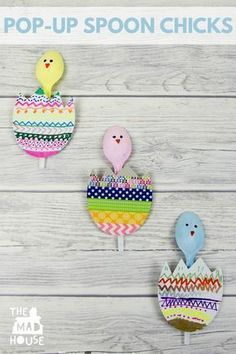 These Pop-up Spoon Chicks are a super fun Spring and Easter crafts for kids. They are perfect for recycling plastic spoons. A fun and simple DIY kids craft that is great for celebrating Spring. #recyclingforkids #simpleandfundiy #diycraftsforkids