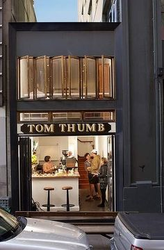 Coffee-and-brunch hole Tom Thumb.