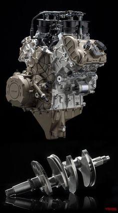 11月5日、ドゥカティがミラノショーに先駆けて現地で2018年モデルの発表会を行った。来年最大の目玉はエンジンをV4に刷新した新型パニガーレ。9月7日に実施されたV4エンジン「デスモセディチ・ストラダーレ」の発表に続いてオールニュー「パニガーレV4」の全容が明らかにされた。 追記、価格はSTDが263万9000円で4月発売 11月6日にドゥカティジャンが配信したリリースによると、4月にパニガーレV4/Sが導入予定。価格は263万9000円/328万円と発表された。カラーリングはレッドのみ。トリコロールカラーのパニガーレV4スペチアーレは導入時期未定。価格は455万円でマグネシウムホイール仕様が509万円だ。 マフラー変更でなんと226ps! パニガーレV4には、スタンダードとS、Speciale(スペチアーレ)の3種類が存在しており、いずれも1103ccの90度V型4気筒エンジンを搭載。9月にエンジン単体をお披露目した時は最高出力210ps以上としていたが、正式に214ps/13000rpmと発表された。また、スペチアーレに付属品として同梱されている...