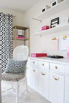 love this gorgeous and organized home office she has implemented so many smart systems to chic organized home office