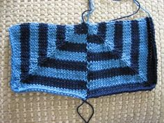 A phototutorial of how to knit mitred squares together -- anything would beat sewing. Knitting Help, Knitting Stiches, How To Start Knitting, Loom Knitting, Afghan Patterns, Stitch Patterns, Knitting Patterns, Knitted Afghans, Knitted Blankets