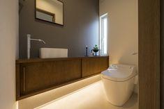 Japanese Home Design, Japanese House, White Kitchen Interior, Modern Toilet, Interior Design Sketches, Toilet Design, Washroom, Corner Bathtub, New Homes