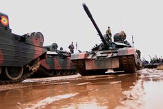 ZIUA NAŢIONALĂ A ROMÂNIEI • Terenul de instrucţie Ghencea. Pregătirea pentru antrenamente Military Vehicles, Competition, Army, Fire, Train, Image, Pictures, Gi Joe, Military