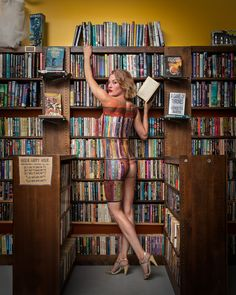 https://www.billwadman.com/blog/2014/cici-body-painted-into-a-bookshelf