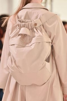 Fashion Show: Christophe Lemaire S/S 2015 | Paris Fashion Week