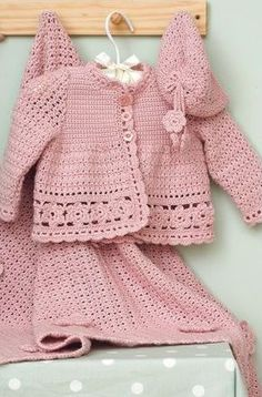"Pretty in pink: The cutest baby crochet pattern you'll ever see! ""Baby crochet set by Margherìta Dì Prìsco"", ""Baby crochet set - Link doesnt go to patte Cardigan Au Crochet, Crochet Baby Sweaters, Crochet Baby Clothes, Baby Knitting, Knit Crochet, Booties Crochet, Crochet Baby Cardigan Free Pattern, Free Crochet, Crochet Hats"