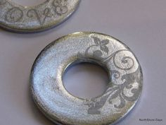 Jewelry Making Polished Washers for Jewelry! This is so pretty - Just nail polish (colored and clear) and rub on decals. Easy step by step tutorial. Metal Jewelry, Beaded Jewelry, Leather Jewelry, Diamond Jewelry, Jewelry Box, Jewelry Sketch, Bullet Jewelry, Jewellery Earrings, Chanel Jewelry
