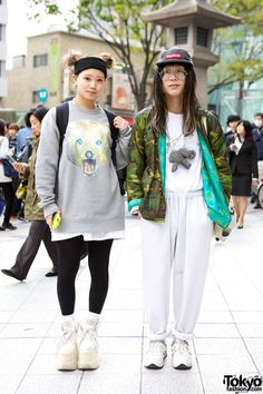 Friendly Harajuku duo wearing items from Supreme, Comme des Garcons, Tokyo Sex, Hizakozo & Buffalo (her platform shoes). Japanese Street Fashion, Tokyo Fashion, Harajuku Fashion, Korean Fashion, Fashion Outfits, Fashion News, Cute Sweatpants, Camouflage Jacket, Kawaii