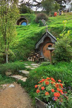 Hobbit Hole, The Hobbit, Casa Dos Hobbits, Fairytale Cottage, Garden Design, House Design, Nature Aesthetic, Fairy Houses, Architect Design