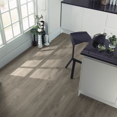Weathered Oak: Beautifully designed LVT flooring from the Amtico Spacia Collection - Amtico for your home Amtico Flooring Kitchen, Parquet Flooring, Flooring Ideas, Vinyl Sheet Flooring, Luxury Vinyl Flooring, Amtico Spacia, Room Swing, Fresco, Imitation Parquet