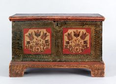 Miniature painted dower chest, probably Lehigh County, Pennsylvania, ca. 1800 (Close-up of Front)