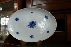 Rosenthal Romance Blau Fleischplatte 33,5 cm x 23 cm   eBay Decorative Plates, Tableware, Kitchen, Home Decor, Blue, Dinnerware, Cooking, Decoration Home, Room Decor