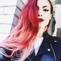 15 Rosa Ombre Haar Ideen Red and Pink Hair Pink Ombre Hair, Pastel Hair, Hair Day, New Hair, Haircut And Color, Coloured Hair, Cool Hair Color, Hair Colors, Gorgeous Hair