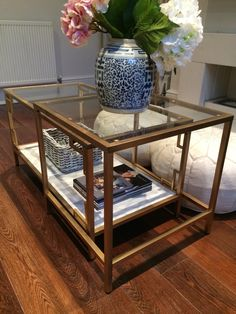 One month after our Ikea pilgrimage (I have to admit, we made two trips...), I finally got round to doing the Horchow-Lovelace-coffee-table-inspired VITTSJÖ Ikea hack that I promised I'd do! I can't take full credit for coming up with the...